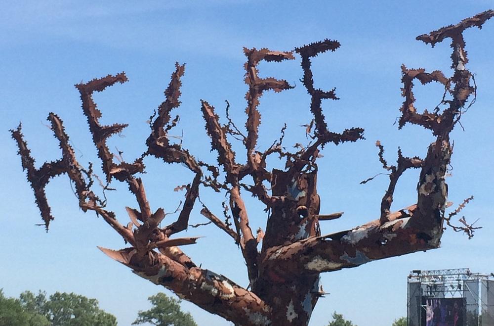 Une sculpture sur le site du Hellfest